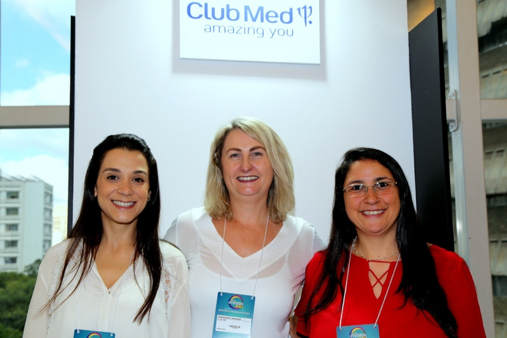 No stand do Club Med, as executivas de vendas ,Rafaela Duarte e Margarete Nishimura e Patrícia Souza.